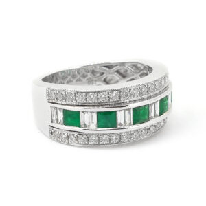 Elegant Emerald and Diamond Ladies Ring